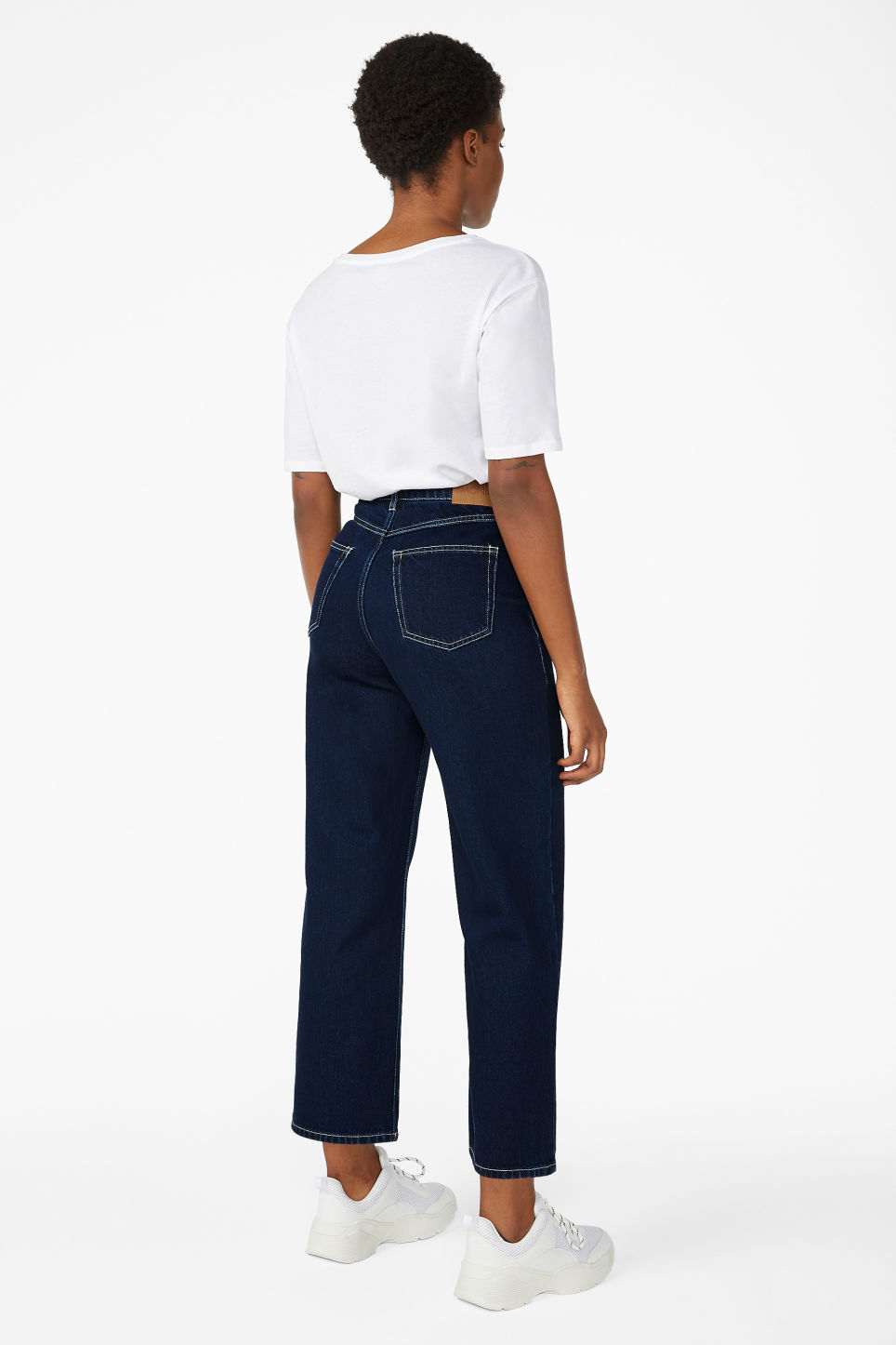 Model back image of Monki mozik contrast seems jeans in blue