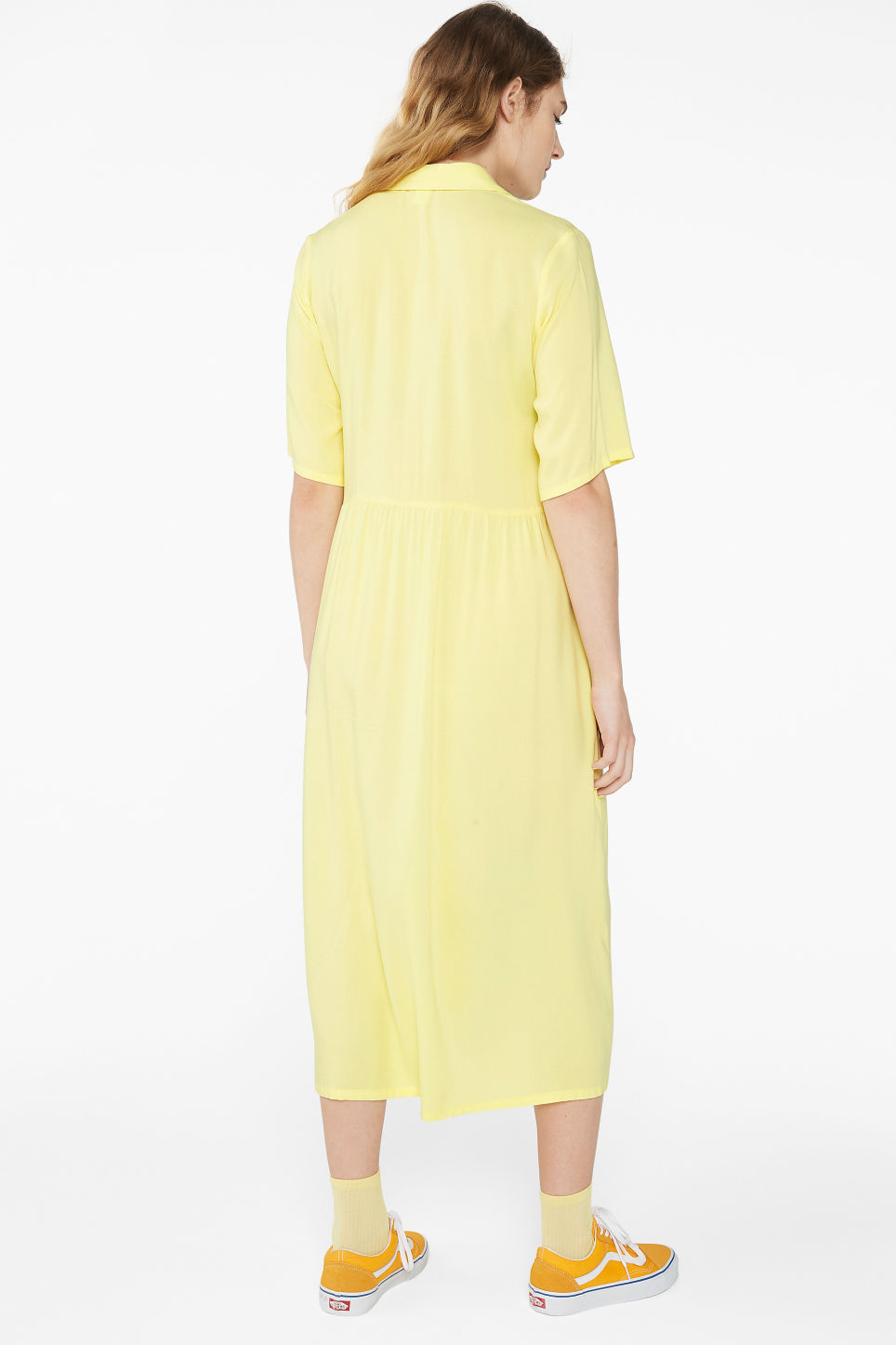 Model back image of Monki long button-up shirt dress in yellow