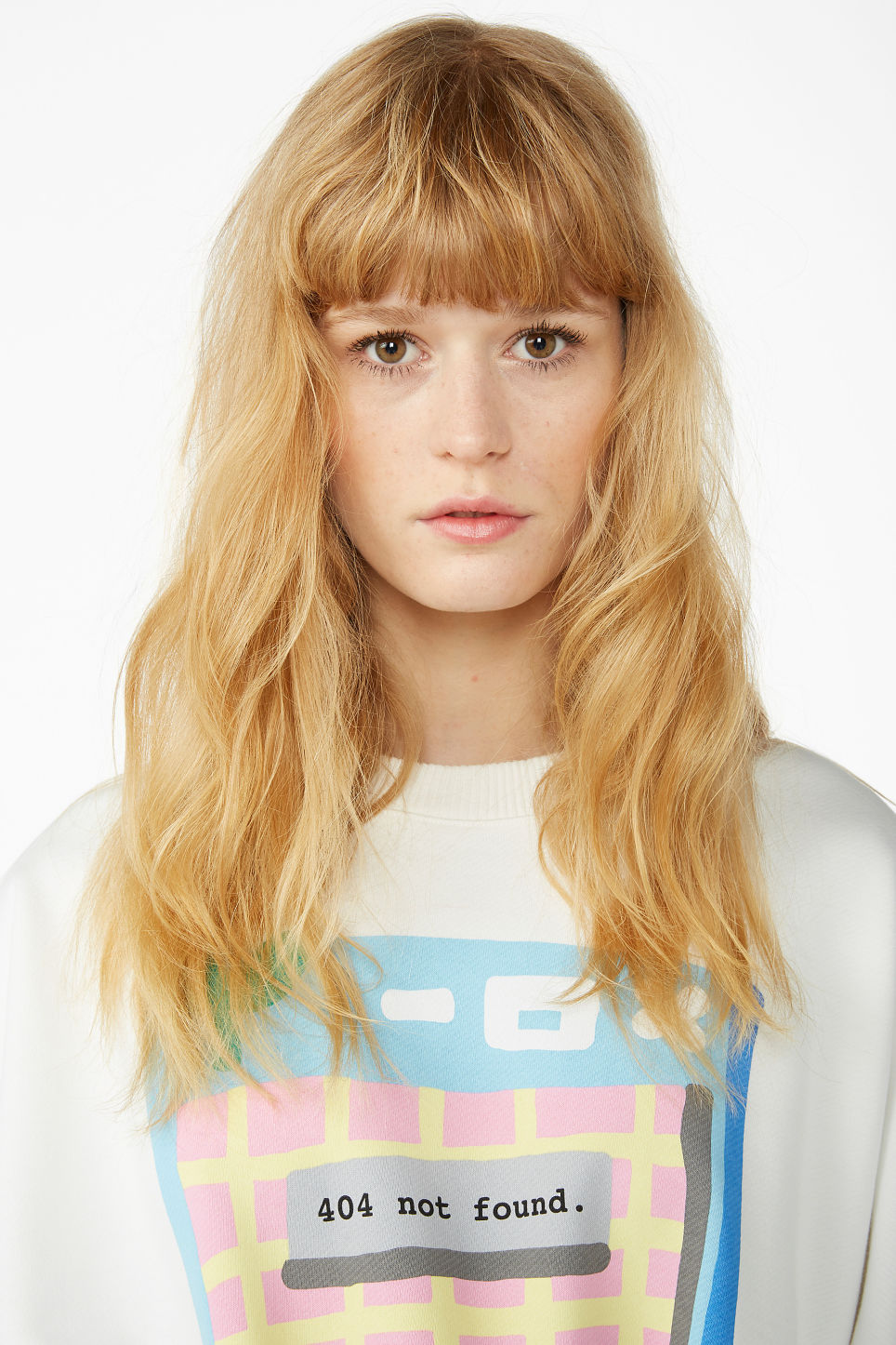 Model front image of Monki classic sweatshirt in white