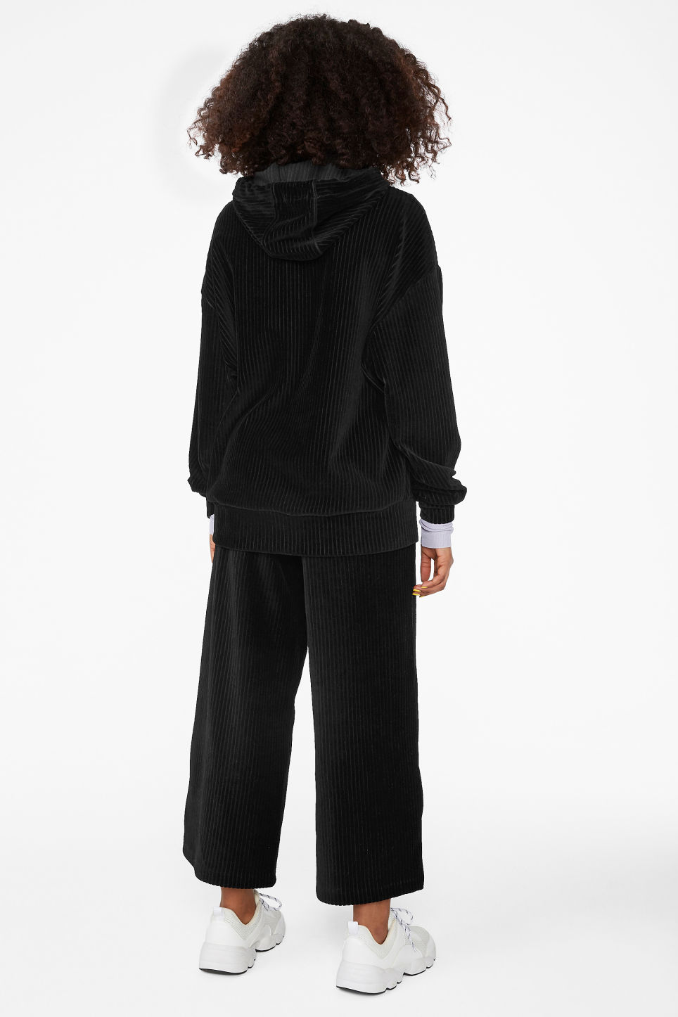 Model back image of Monki soft ribbed velour hoodie in black