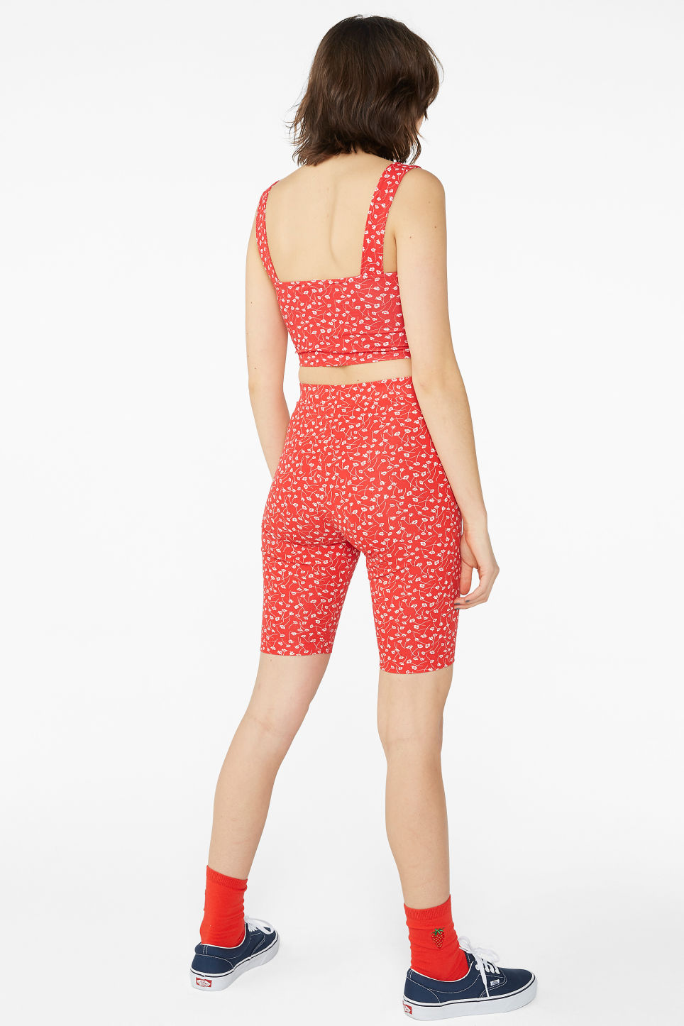 Model back image of Monki short leggings in red