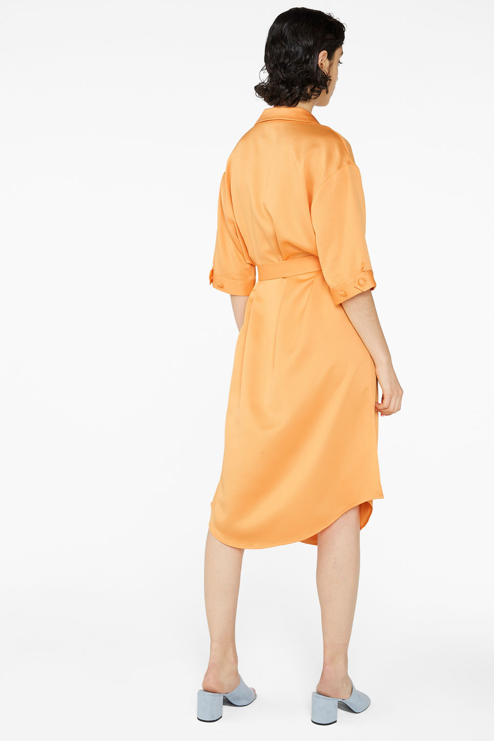 Model back image of Monki tie-waist shirt dress in orange