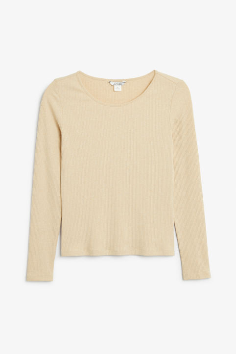 Long-sleeved top