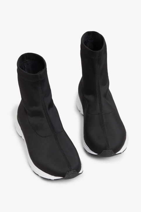 Pull-on scuba sock sneakers