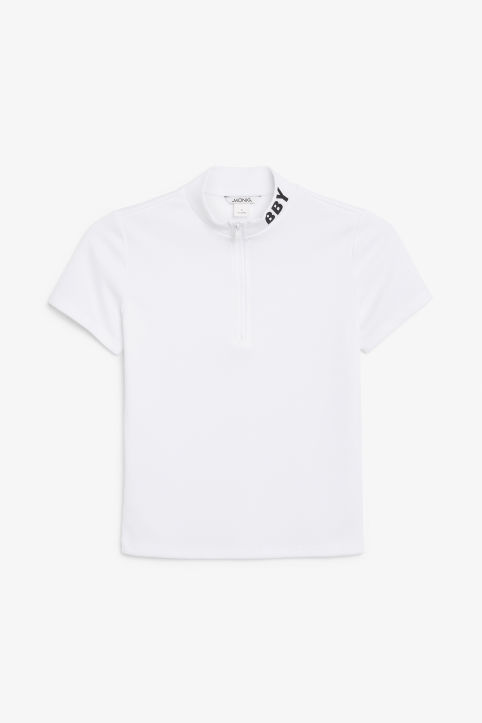 Sporty t-shirt with zip