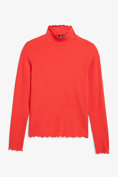 Ribbed long-sleeved turtleneck