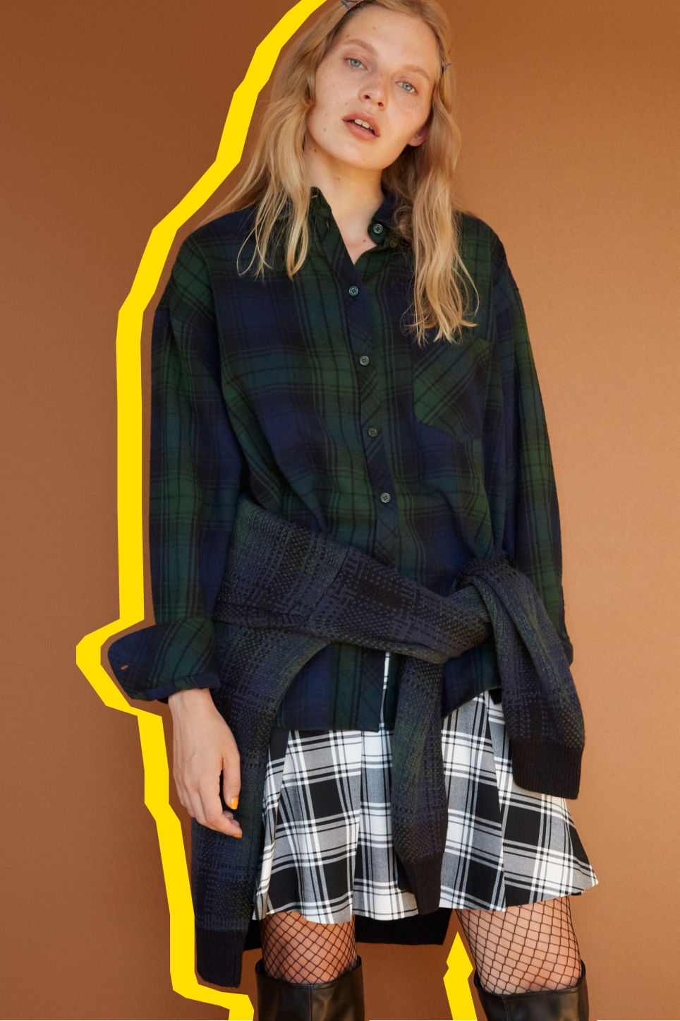 Detailed image of Monki classic cotton shirt in green