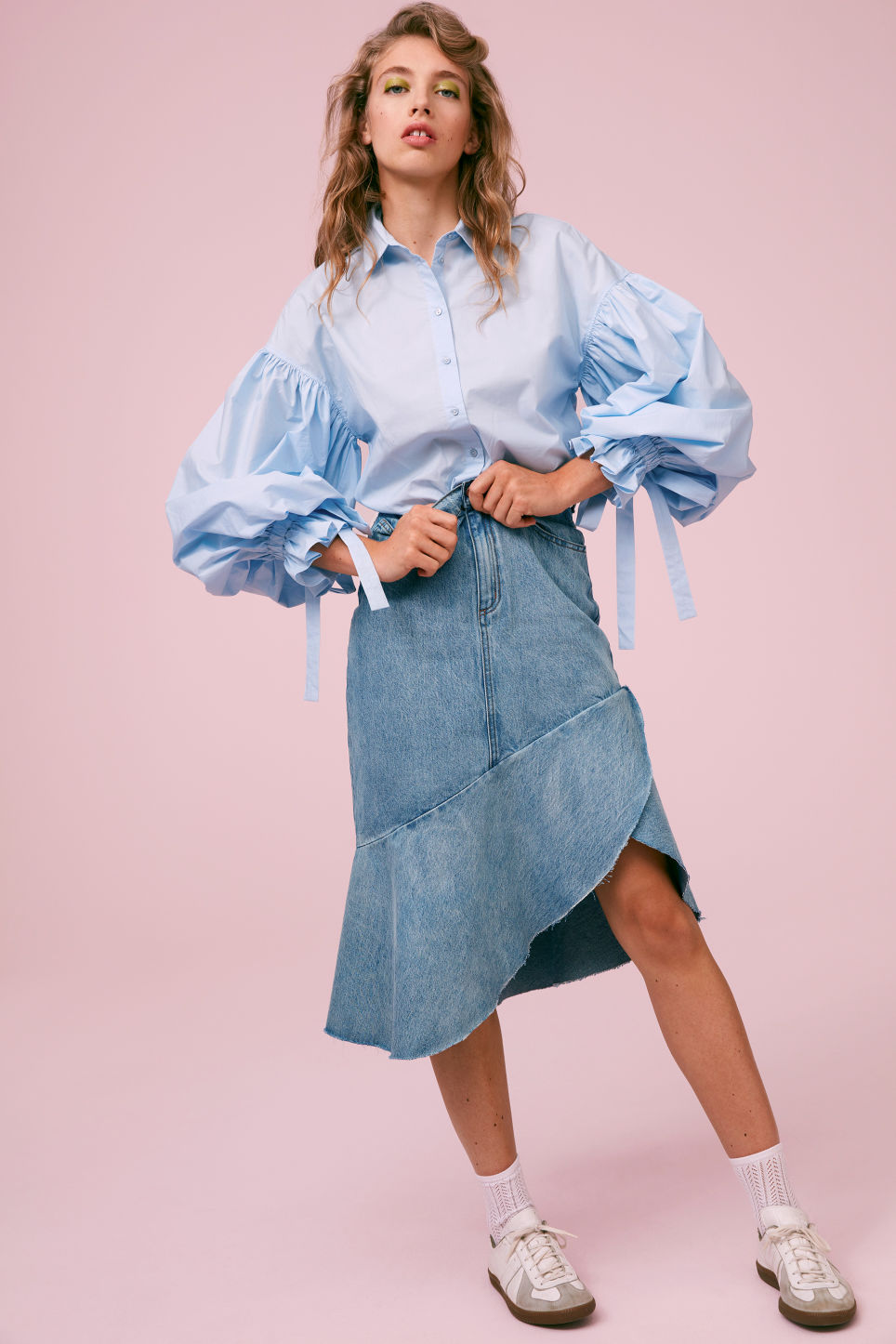 Detailed image of Monki denim skirt in blue