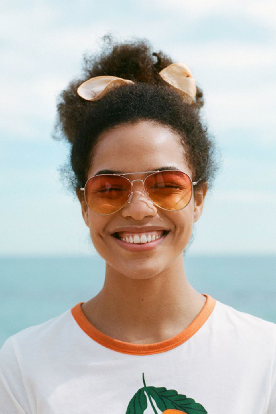 Detailed image of Monki pilot sunglasses in silver