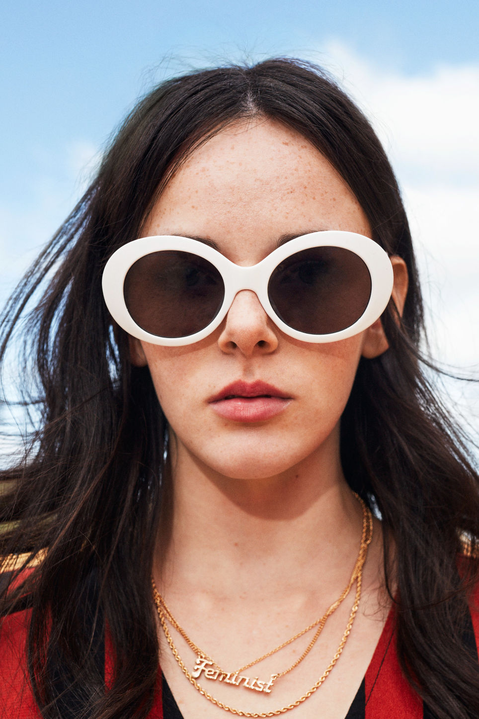 Detailed image of Monki oval lense sunglasses in white