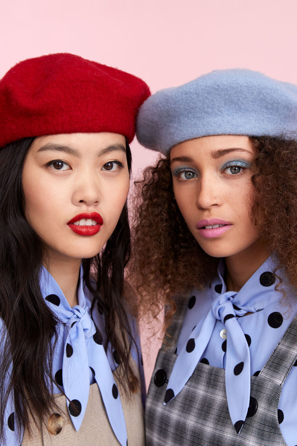 Detailed image of Monki classic beret in blue