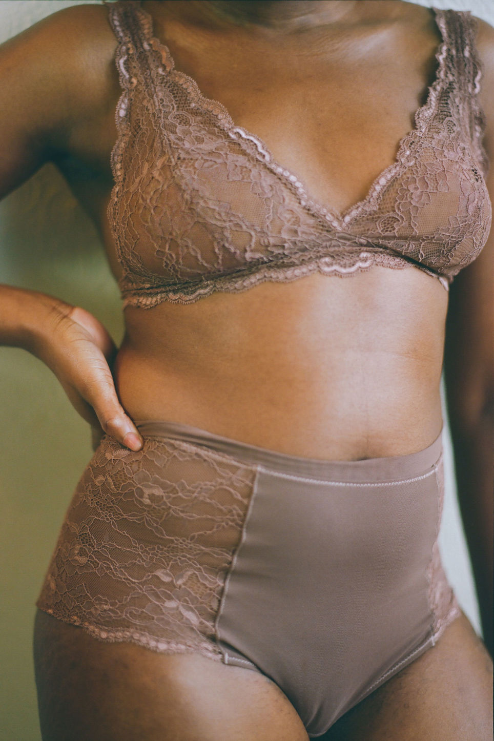 Detailed image of Monki high waist lace briefs in beige