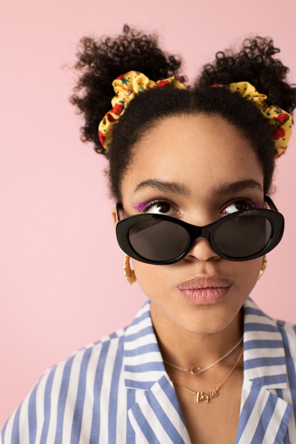 Detailed image of Monki oval lense shades in black