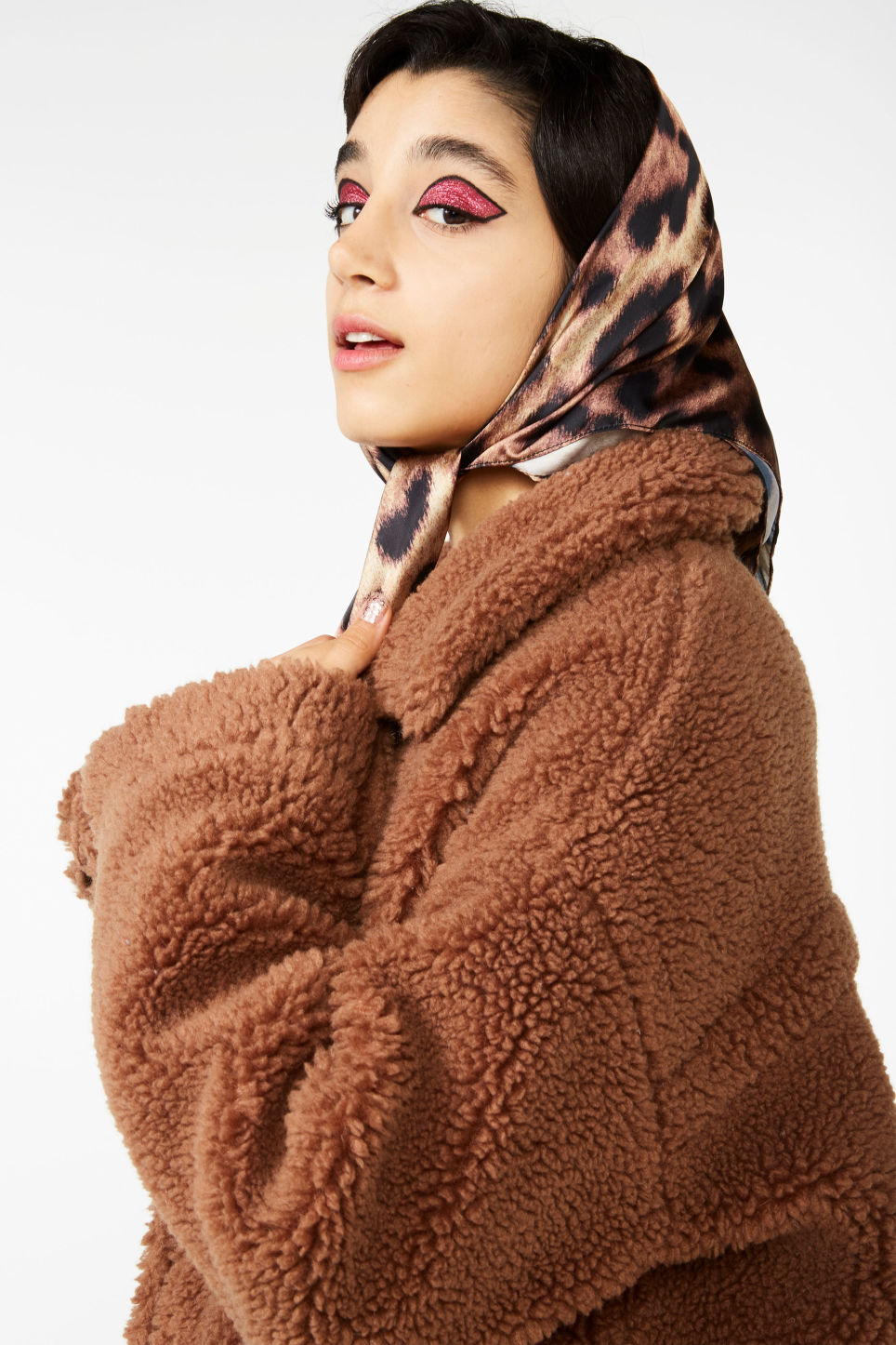 Detailed image of Monki printed scarf in beige