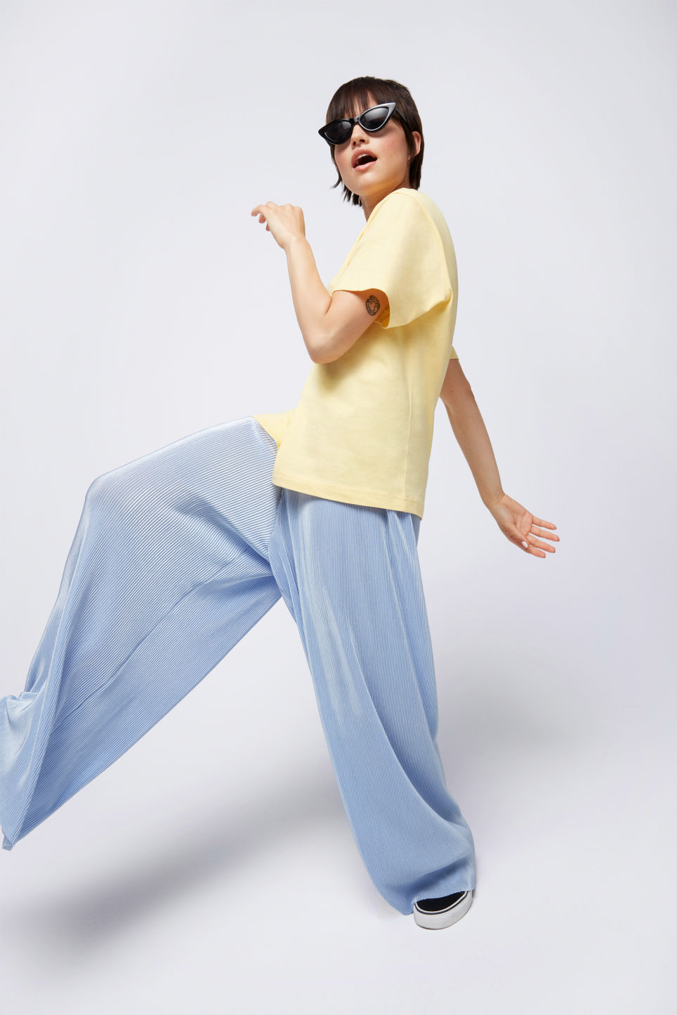 Detailed image of Monki pleated plissé trousers in blue