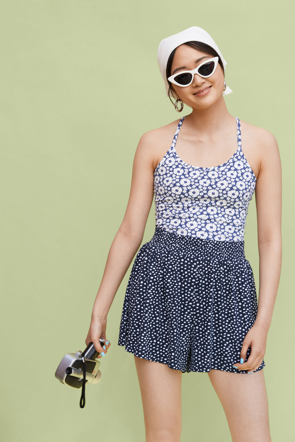 Detailed image of Monki flowy shorts in blue