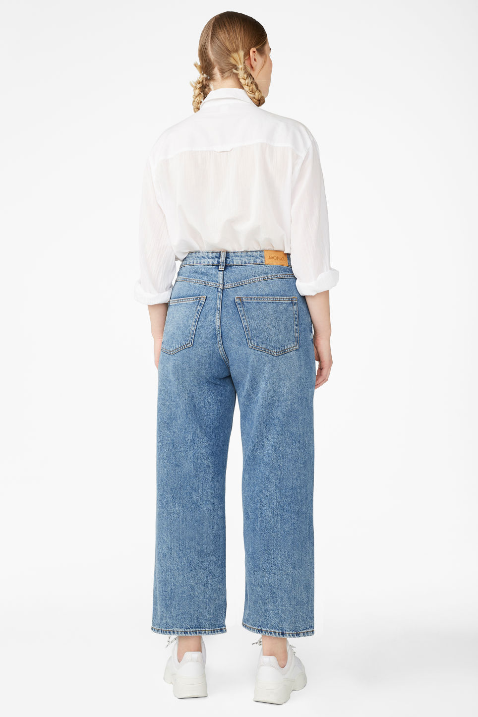 Detailed image of Monki mozik mid blue jeans in blue