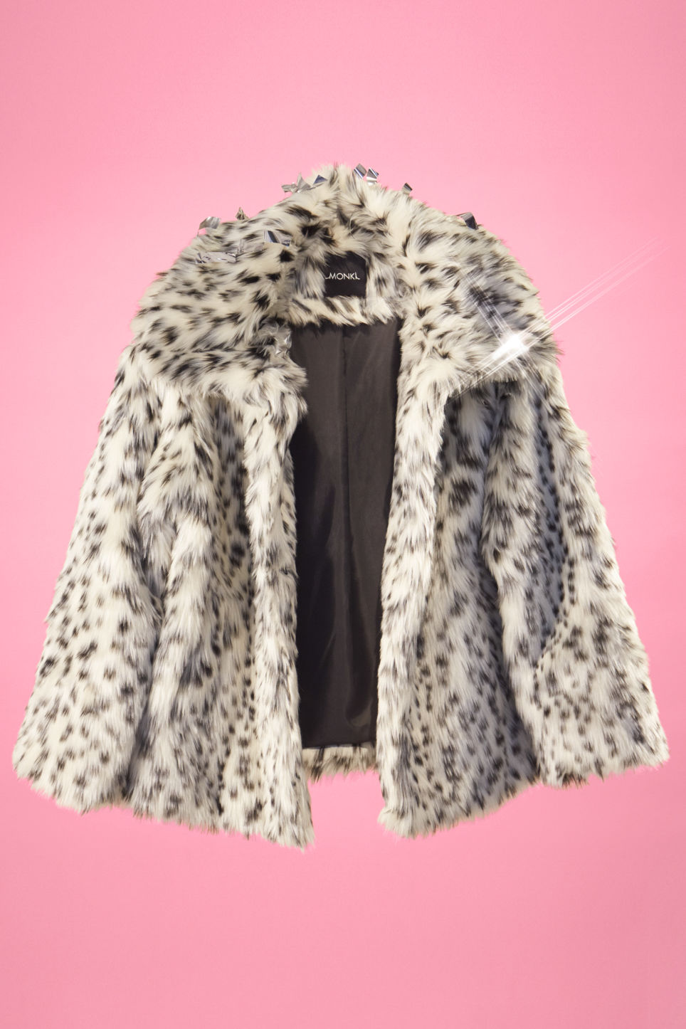Detailed image of Monki faux fur jacket in white