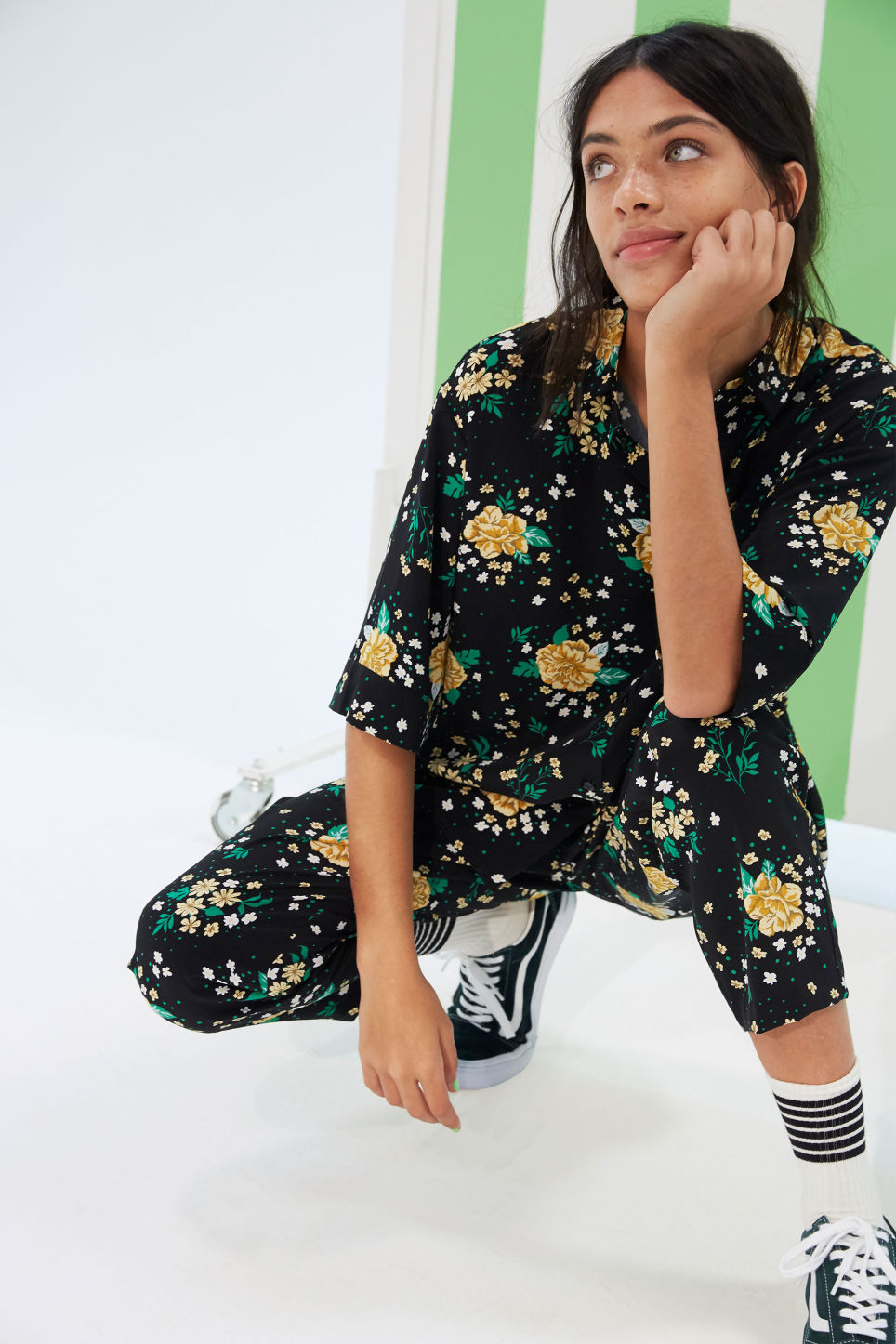 Detailed image of Monki flowy trousers  in black