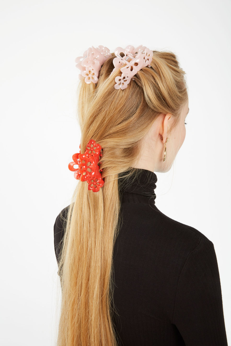Detailed image of Monki monki hair clip in pink