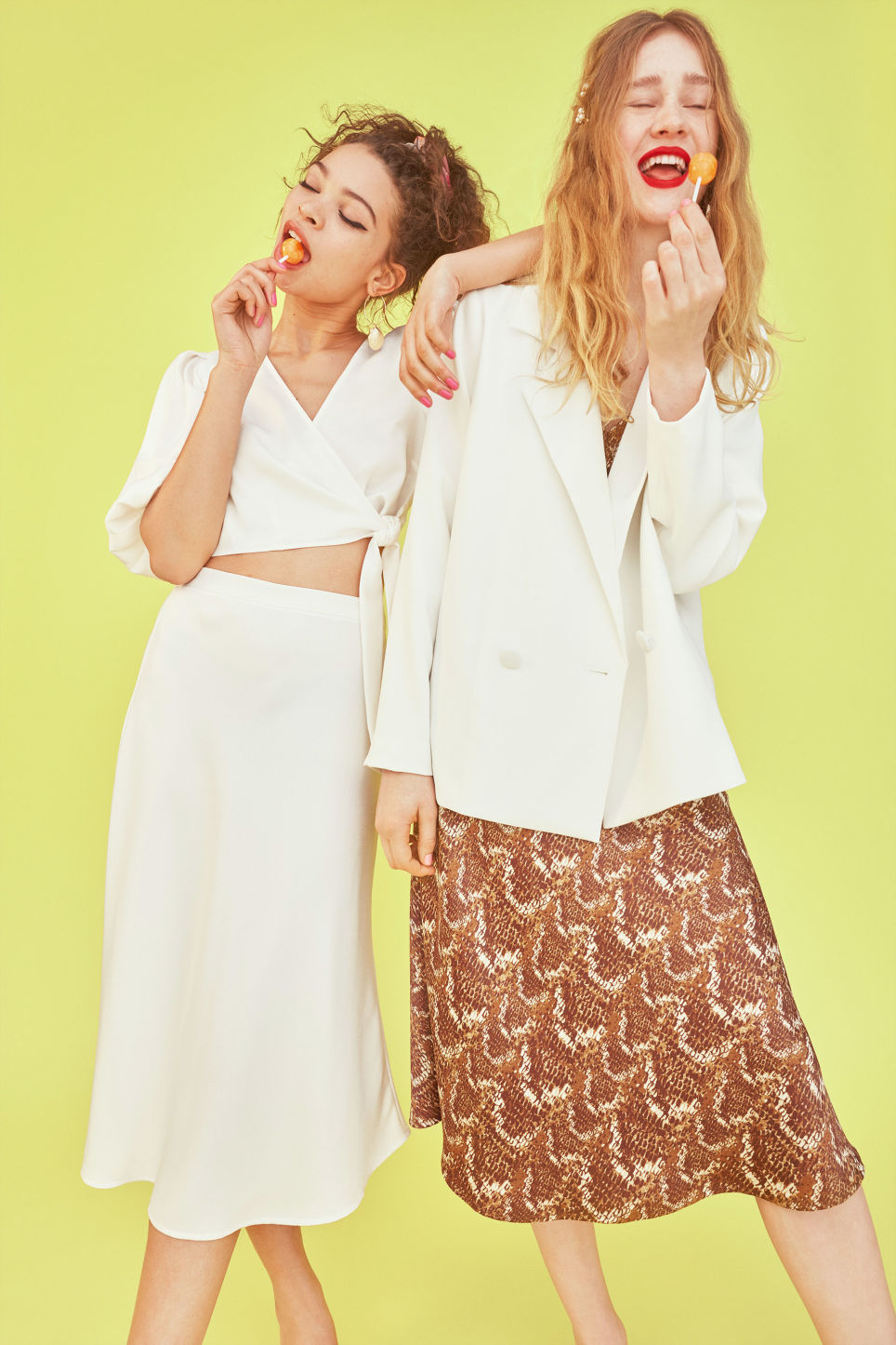 Detailed image of Monki a-line skirt in white